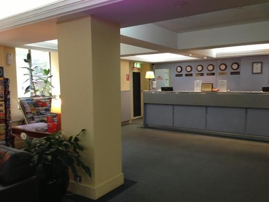 DeVere Hotel: reception desk with limited space
