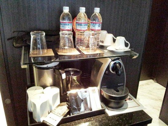 Solaria nishitetsu hotel Ginza: MINI BAR & 咖啡機