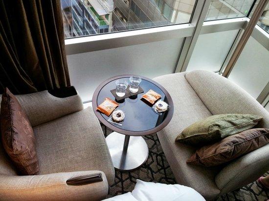 Solaria nishitetsu hotel Ginza : 房內角落的休憩椅擺設