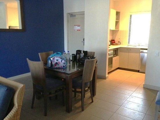 Mantra Geraldton: Dining area, 1 bed apartment