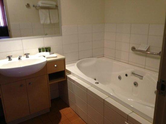 Mantra Geraldton: Bathroom, 1 bed apartment