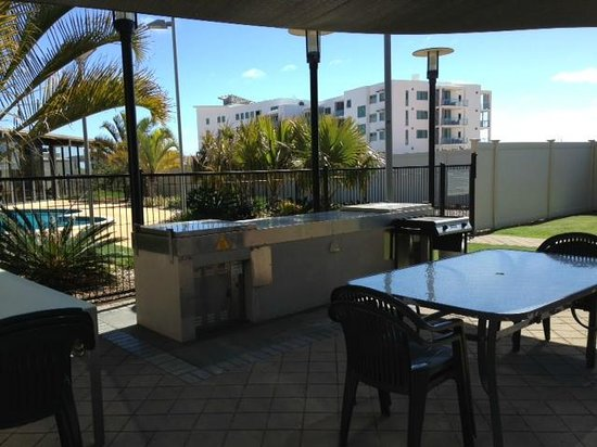 Mantra Geraldton: BBQ area