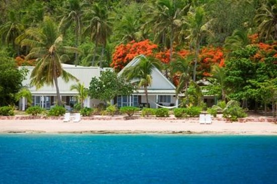 Malolo Island Resort: Bures on the beach