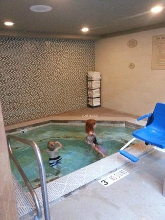 Park City Marriott: Jacuzzi with lift chair