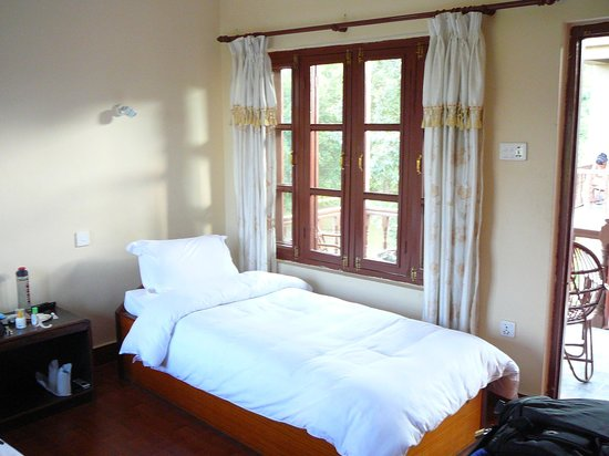 Unique Wild Resort: Main room, double bed to left out of photo