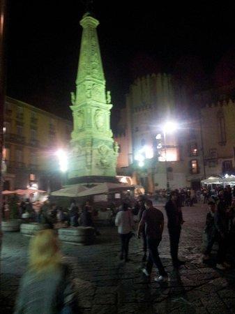 Piazza San Domenico Maggiore: Piazza at night