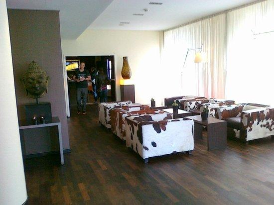 Bristol Hotel Frankfurt: стильный холл отеля