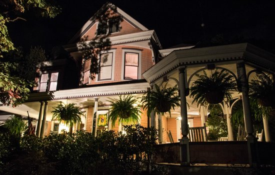 Beaufort House Inn : Outside at night