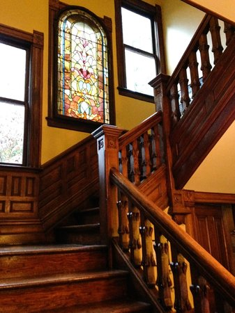 Beaufort House Inn: Staircase to 2nd floor