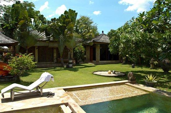 Villa Dermawan: Yard