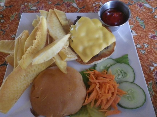 Kosrae Nautilus Resort : burger