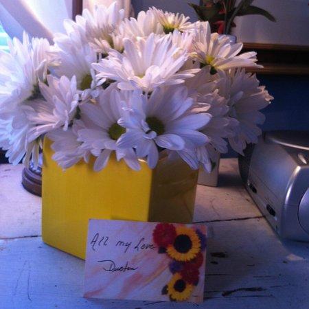 Lighthouse Inn : Florist On Premises!!! How lovely!