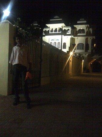 Jaisingh Garh: Me, in front of hotel