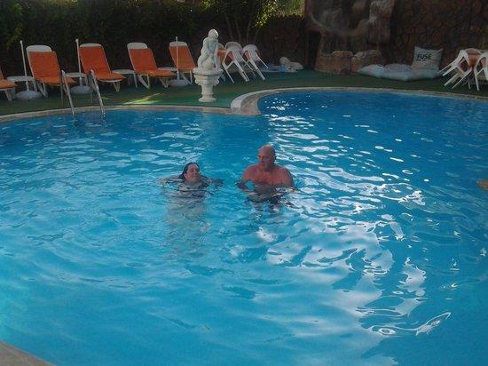 Hotel Ogerim: in het (lege) zwembad
