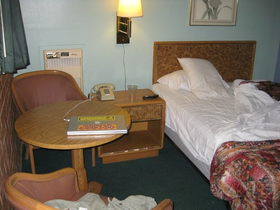 Town House Motel: Room #2 bed