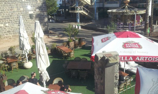 Bazel Bar & Restaurant : Courtyard