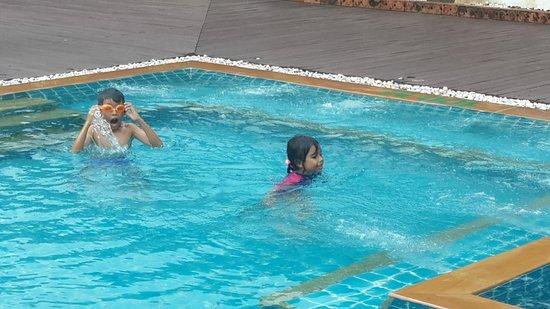 Aonang Phu Petra Resort, Krabi: Play time