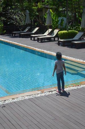 Aonang Phu Petra Resort, Krabi: Baby girl checking the pool