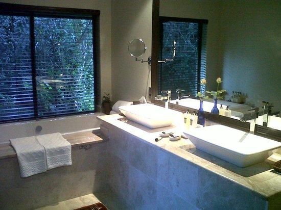 Prana Lodge: Bathroom