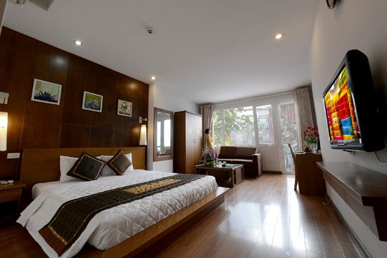 Tu Linh Legend Hotel: Suite room is 40m2 large with view and spa bathroom