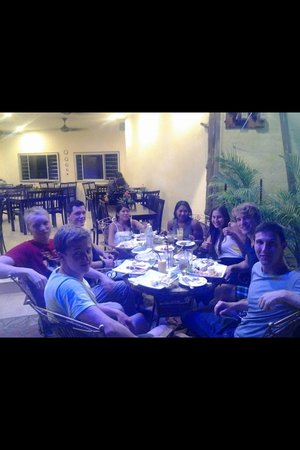Yasmin Restaurant : Fantastic syrian food. Look they really enjoy the food that we served