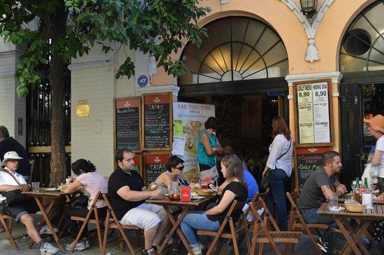 Cerveceria Giralda : la terrasse avec vue directe sur la Cathédrale et la Giralda