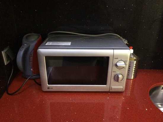 Hotel Tony : microwave oven in the hotel