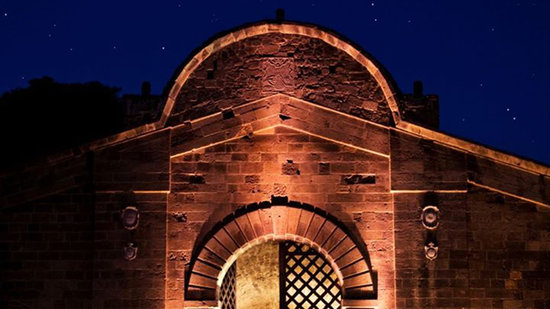 "Nicosia, Cypern: Ancient ""Famagusta Gate"" by night"
