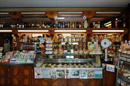 Caffe Bar Sport Bellagio: The oldest ice cream shop in Bellagio since 1919