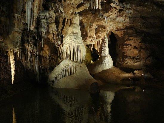 Grottes de Lacave: dans la grotte le bouddha