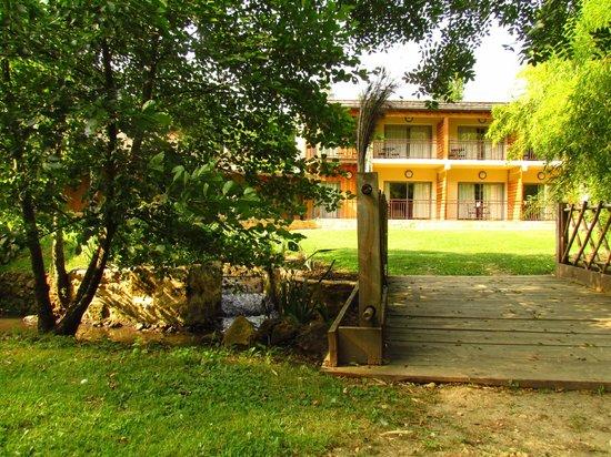 Le Moulin de Mitou : les chambres vue du parc