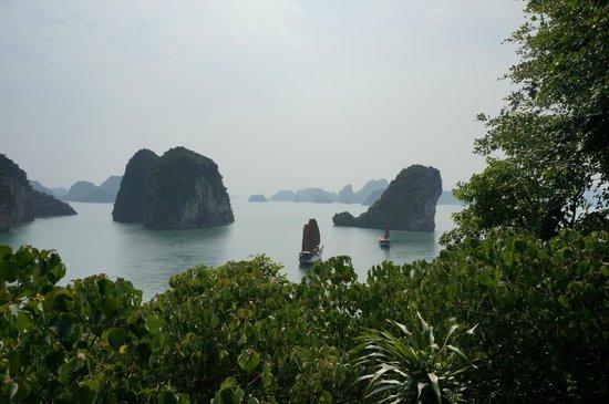 Bai Tu Long Bay: Bai Tu Long