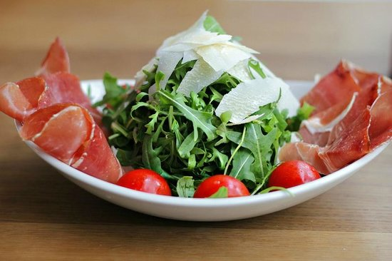 Flying Dutchman: Salad with prosciutto and ruccola