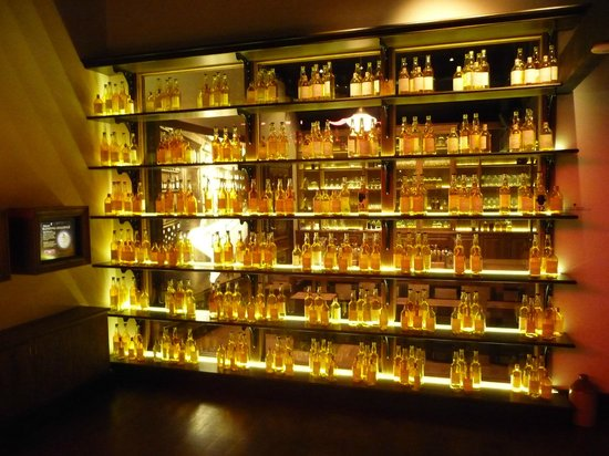 Dewar's Aberfeldy Distillery: Display in the museum