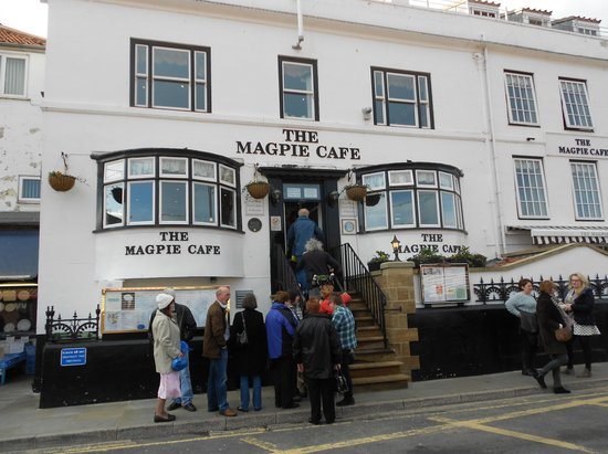 Magpie Cafe: Busy outside