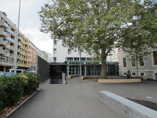 Geneva Hostel: Entrada hostel
