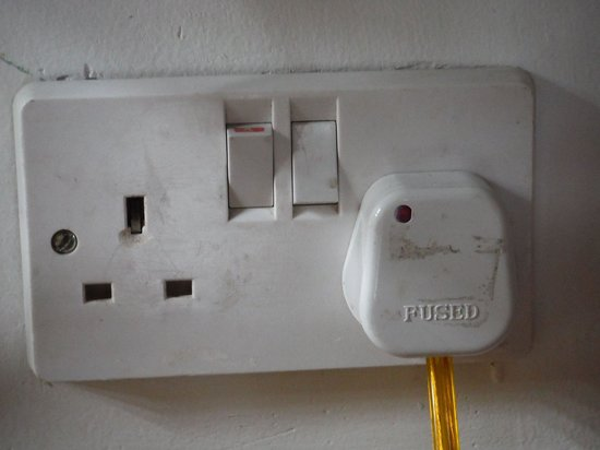 Elephant Stables: Plug type