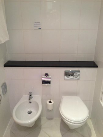 Holiday Inn Express Malaga Airport: Bathroom