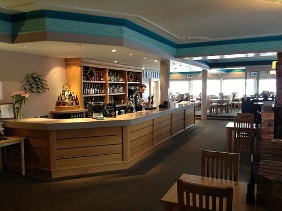 Seashells Bar & Restaurant: seashells lounge bar & restaurant