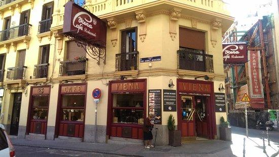 Cafe Viena: Outside
