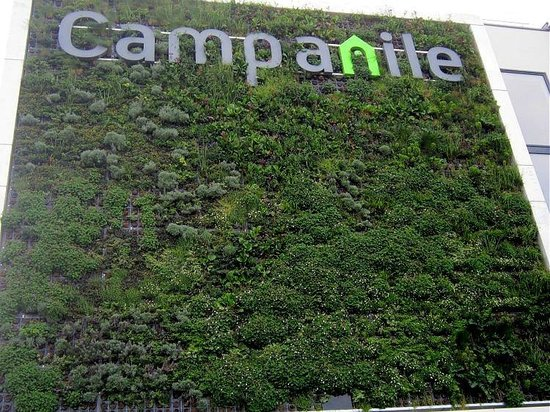 Campanile Lyon Sud Oullins : Wall of Plants
