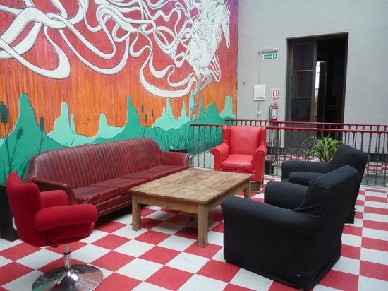 Caballo Loco Hostel: Hall/Estar