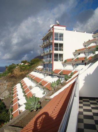 Orca Praia Hotel: Вид на отель с балкона