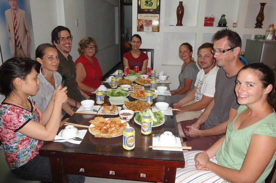 Flower Garden Homestay: Our wonderful family meal