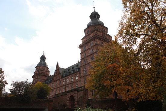 Schloss Johannisburg mit Schlossanlagen: Schloss