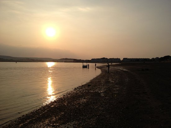 The Swallows Guest House: Sunset over the Exe estuary