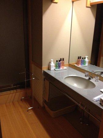 Hotel Keisui: 洗面所。広くて綺麗です。
