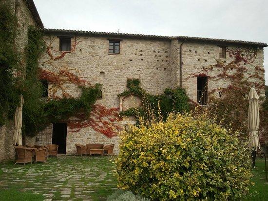 Castello di Petrata: esterni