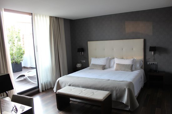 Aparthotel Mariano Cubi : Кровать