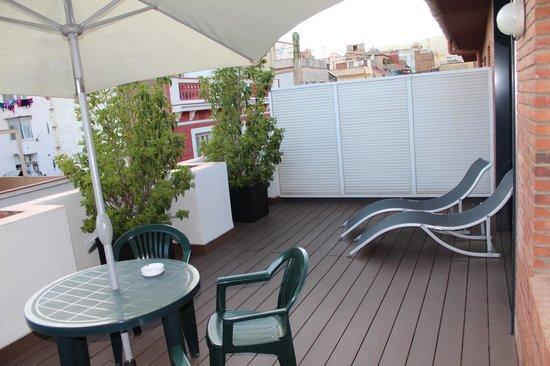 Aparthotel Mariano Cubi : Собственная терраса в номере